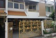 Town House Ekamai